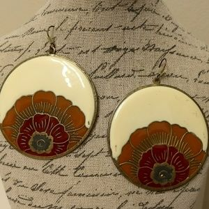 Big flower disc earrings with a vintage feel